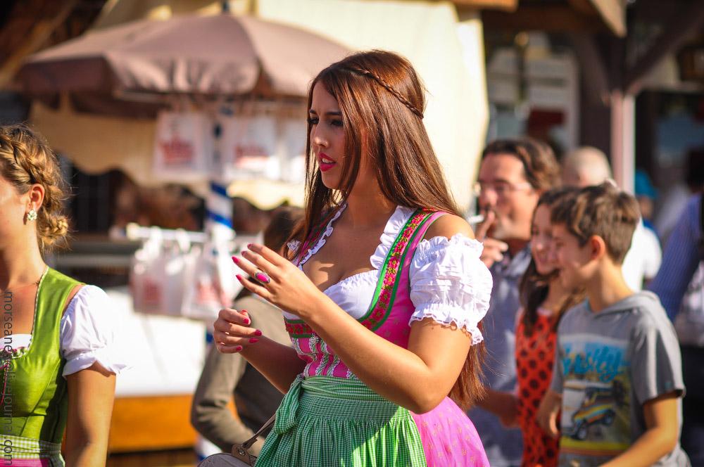 girls-Oktoberfest-(22).jpg