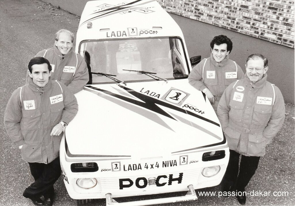 Photo  presse  TEAM  LADA-POCH  DU  10  éme  PARIS-ALGER-DAKAR  1988.jpg
