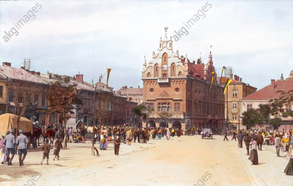 - Market square of Galician town Rzeszуw -