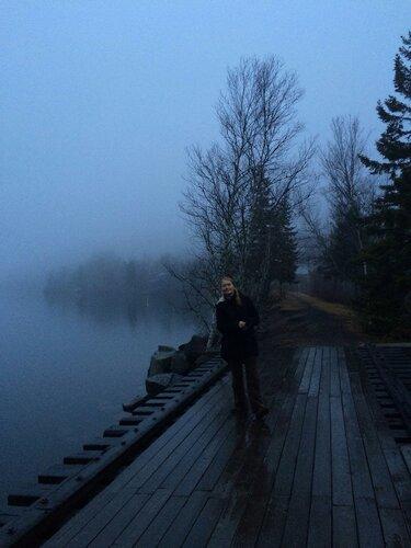 На туманном берегу залива Фанди в Канаде.