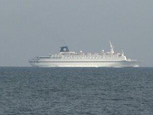 Путешествие и отдых в Одессе - большой белый корабль