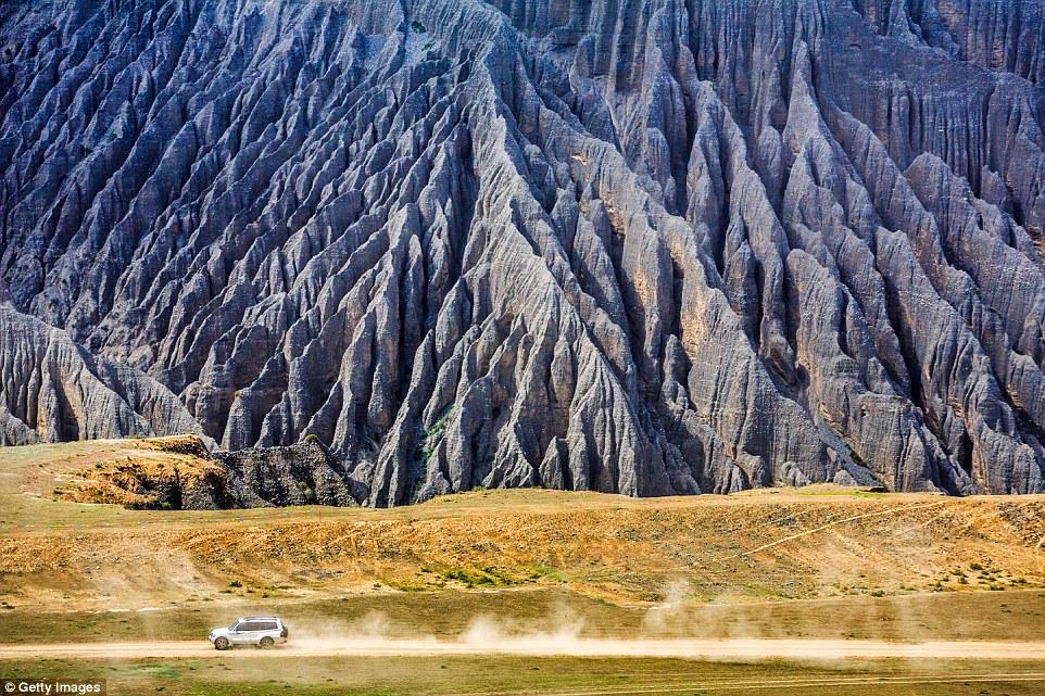Известняковые скалы в Шилинь-Ийском автономном уезде в городском округе Куньмин в провинции Юньнань.