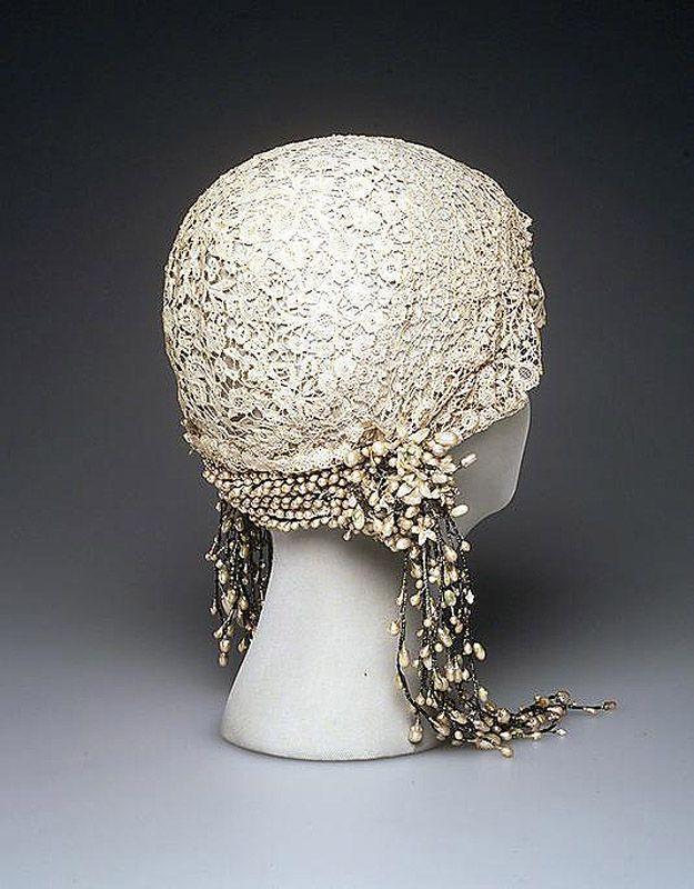 41. 1932 г. Свадебная шляпка клош.