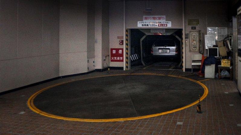 Чтобы купить автомобиль , японцу нужно иметь парковочное место. Причём не какое-нибудь, а в радиусе