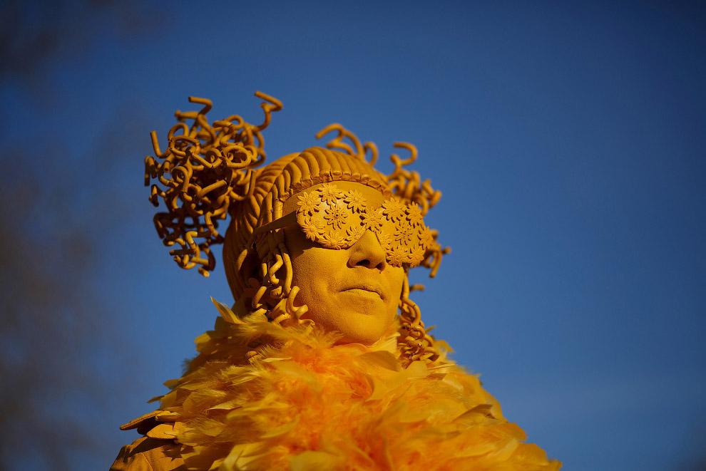 10. Самые красочные и самые знаменитые карнавалы в мире проходят, разумеется, в Рио-де-Жанейро.