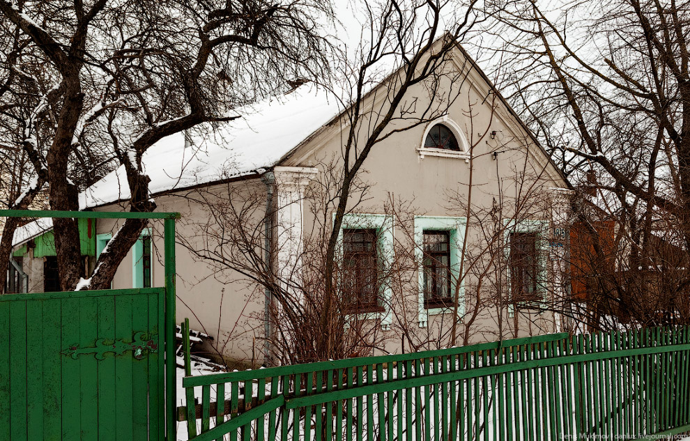 35. В Минске на каждом доме висит паспорт объекта. На нем всегда указан год постройки — очень у