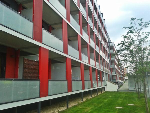 Кроме самих зданий, обновлению подверглась и прилегающая к ним территория. Обратите внимание на то,