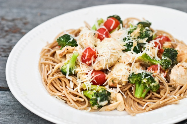 Ингредиенты: 800г капусты брокколи 450г спагетти 1ч.л. сахара 4зубчика чеснока 1/3 стакана олив