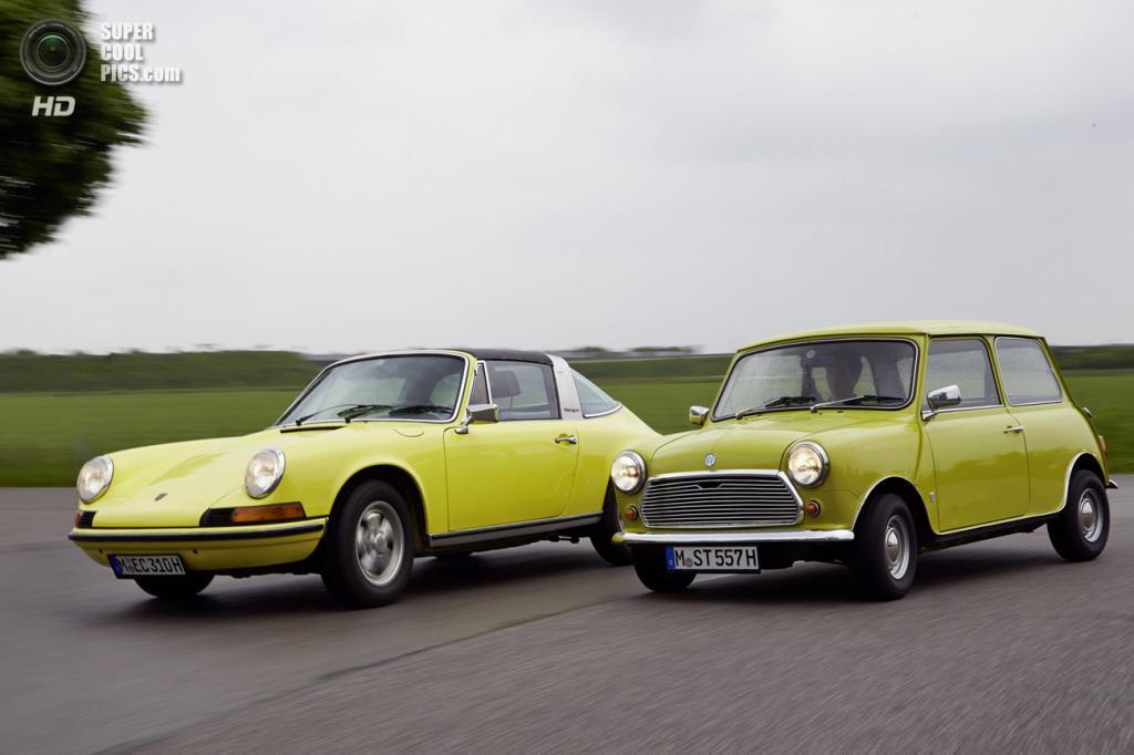 Классический MINI поздравил Porsche 911 с 50-летием