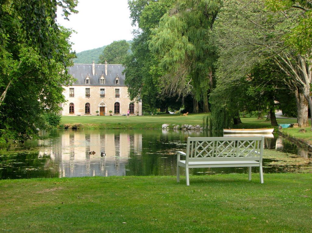 Франция. Ла-Бюсьер-сюр-Уш, Бургундия. Отель Abbaye de la Bussiere. Здание было построено в 1131