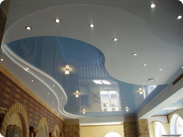 Многоуровневые потолки с фантазийной волной Чаще всего глянцевые, с причудливым освещением (то ли НЛ