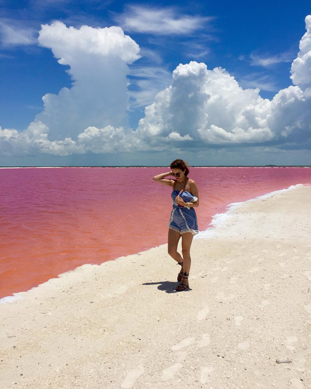 Мечта любого романтика: природная розовая лагуна у берегов Мексики