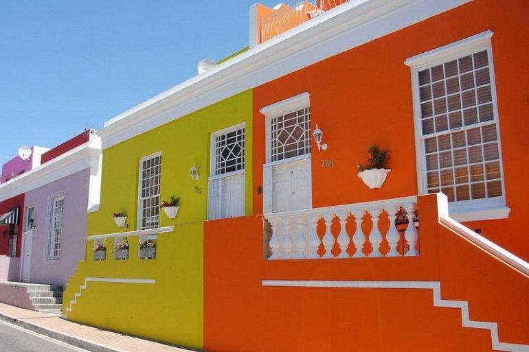 3. Не так давно дома в городе были выкрашены в яркие цвета, что стало проявлением мусульманской иден