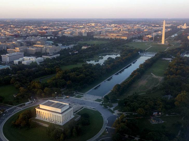 Мемориал Линкольна в наши дни. Возле этого памятника, который находится в центре Вашингтона, было мн