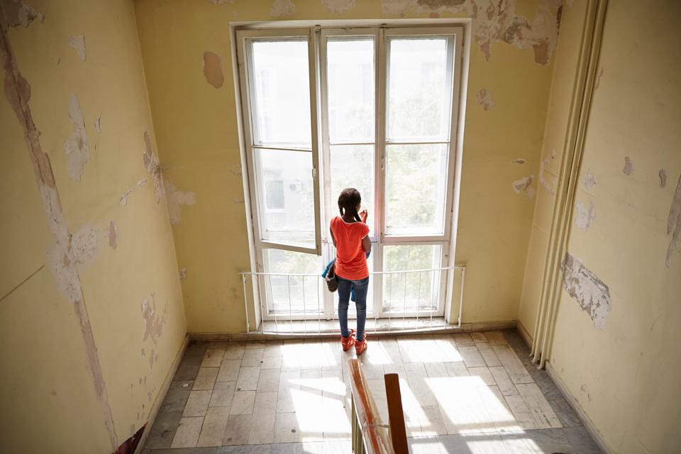 2. Ежегодно из Нигерии в Россию бегут тысячи девушек. Им обещают здесь работу и образование. Как пра