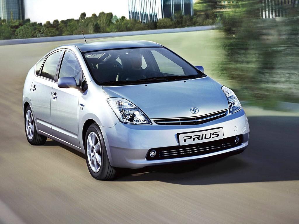 10. Начиная с 1997 года Toyota активно продвигает гибридные технологии. Гибрид Toyota Prius стал пер