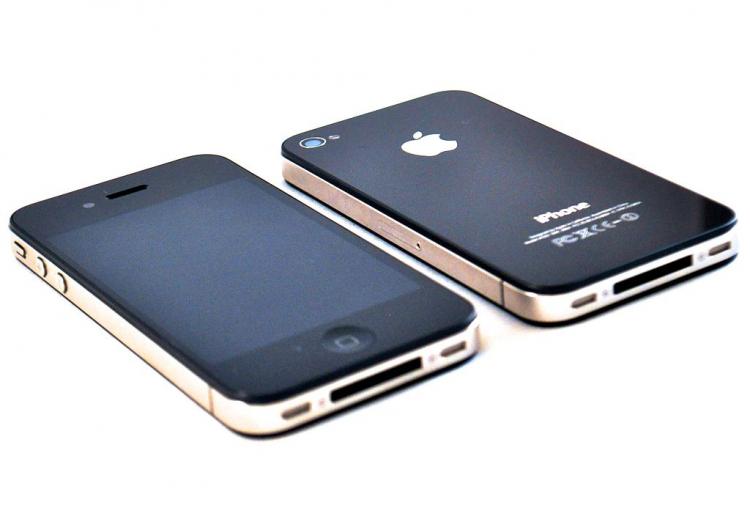 Москвич реализует самый первый iPhone за1,2 млн. руб.