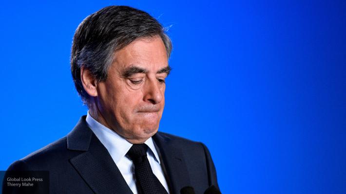 Генпрокуратура Франции заинтересовалась 2-мя дорогими костюмами Фийона