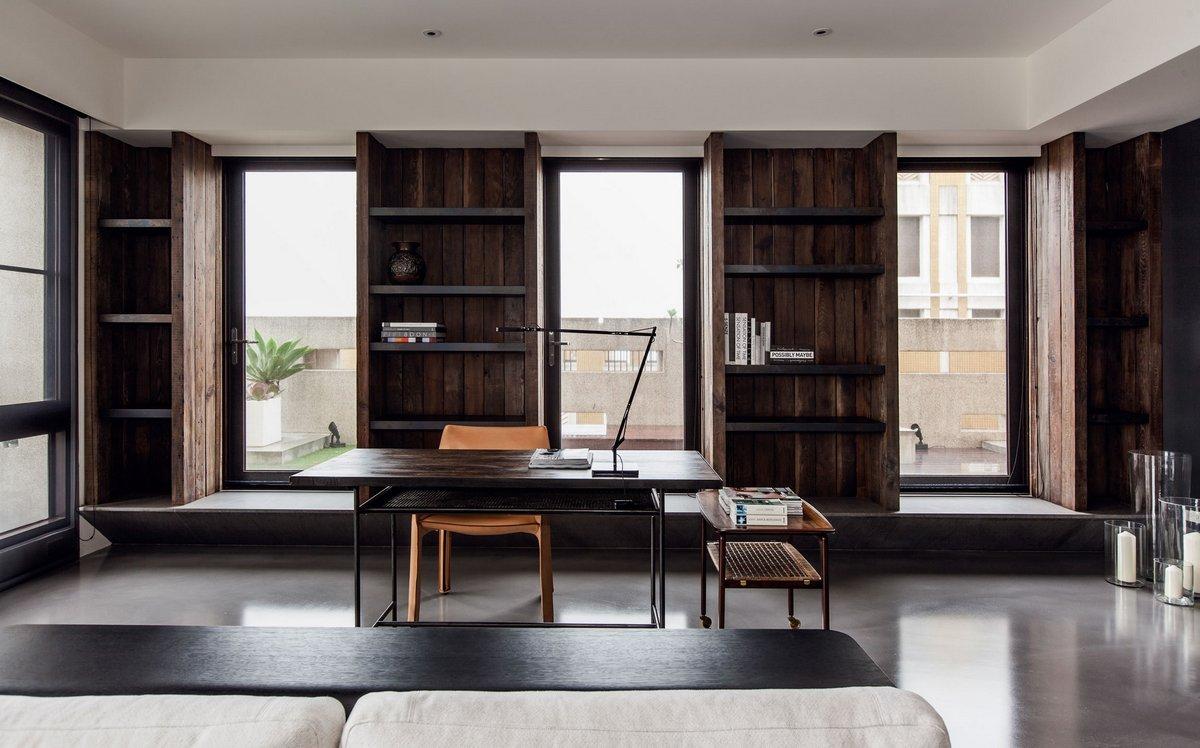 Рабочий стол в строгом стиле