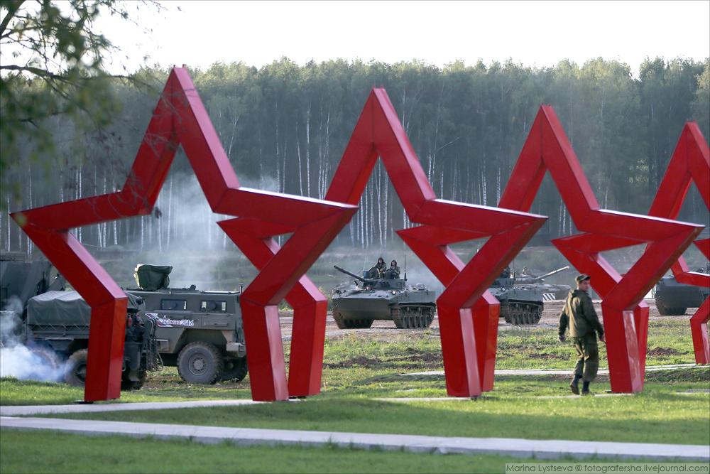 Динамический показ на Армии-2016