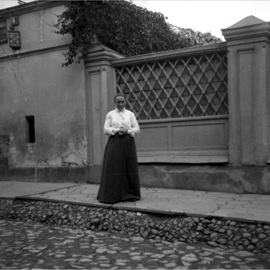 1904. Наташа в Малом Кисельном переулке