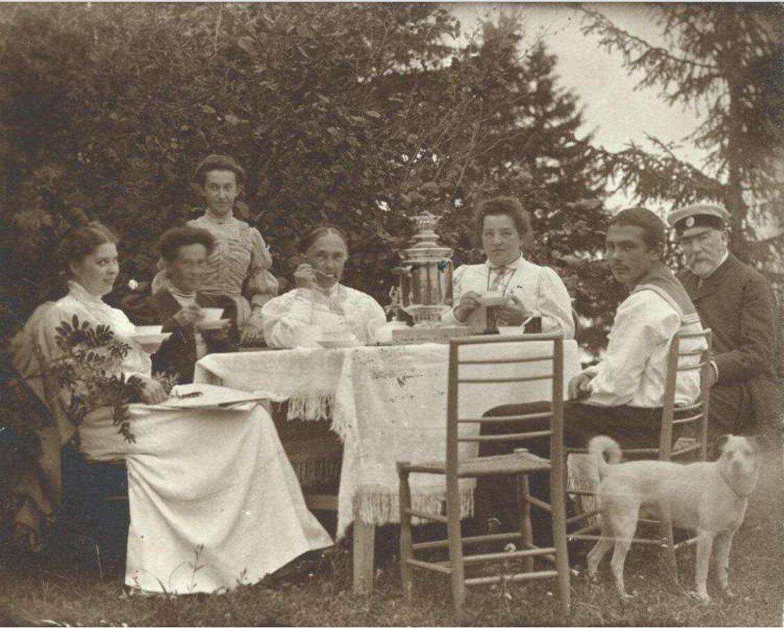 1906. Чаепитие на открытом воздухе