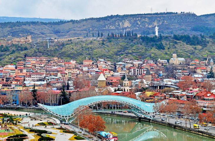 2. Если верить легендам, то территория города была покрыта лесами ещё в 458 году. Когда царь Вахтанг