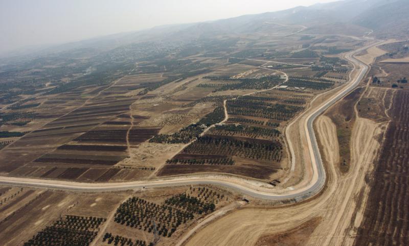 33. Израильское охранное ограждение, отделяющее Западный берег из Израиля. Этот снимок с воздуха сде
