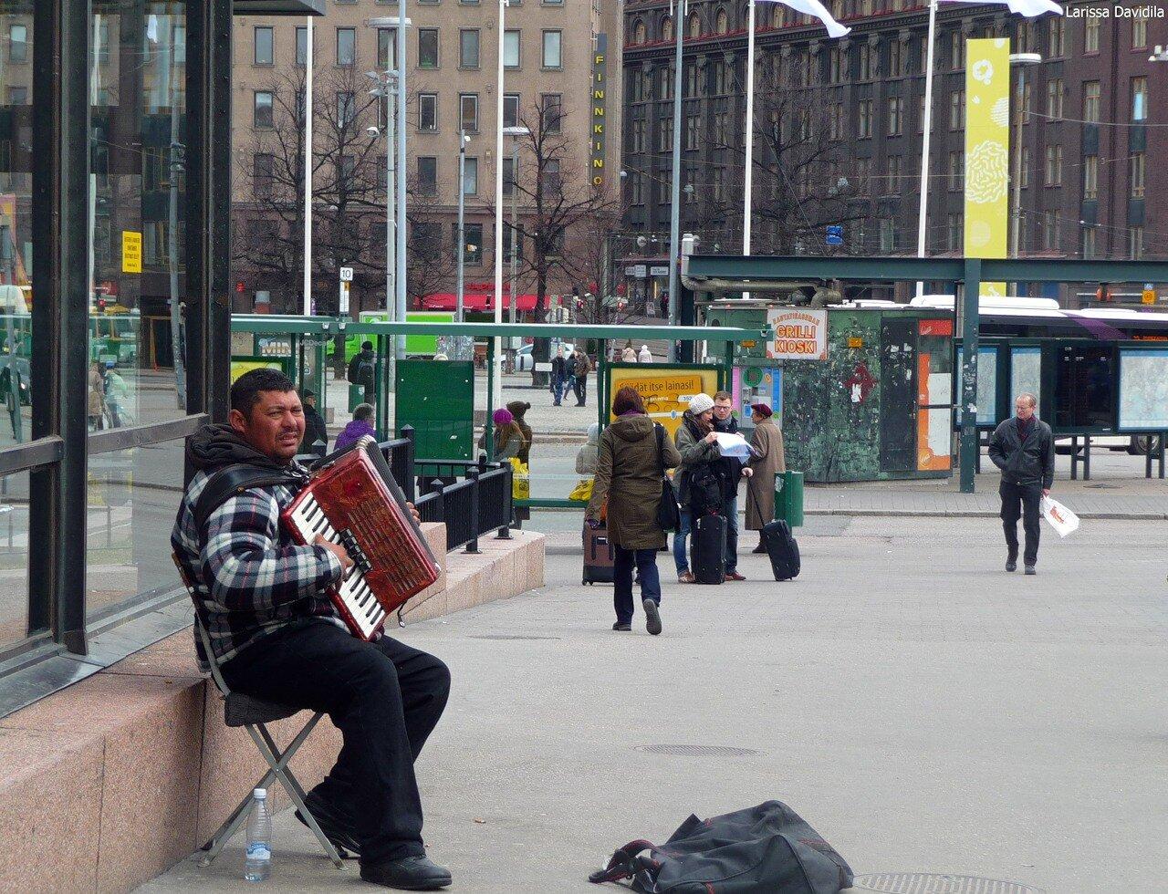 Десант румынских цыган. Около вокзала.
