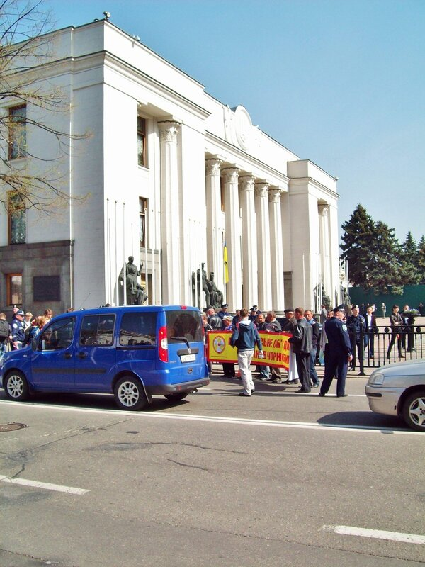 Шествие чернобыльцев под Верховной Радой