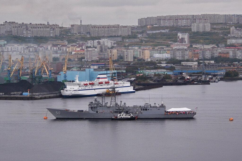 ВМС США фрегат-ракетоносец USS Taylor (FFG-50)