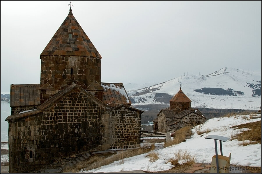 Вид на монастырь Севанаванк