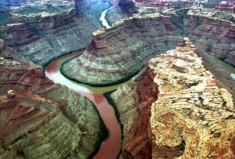 Воды этих рек не смешиваются и имеют