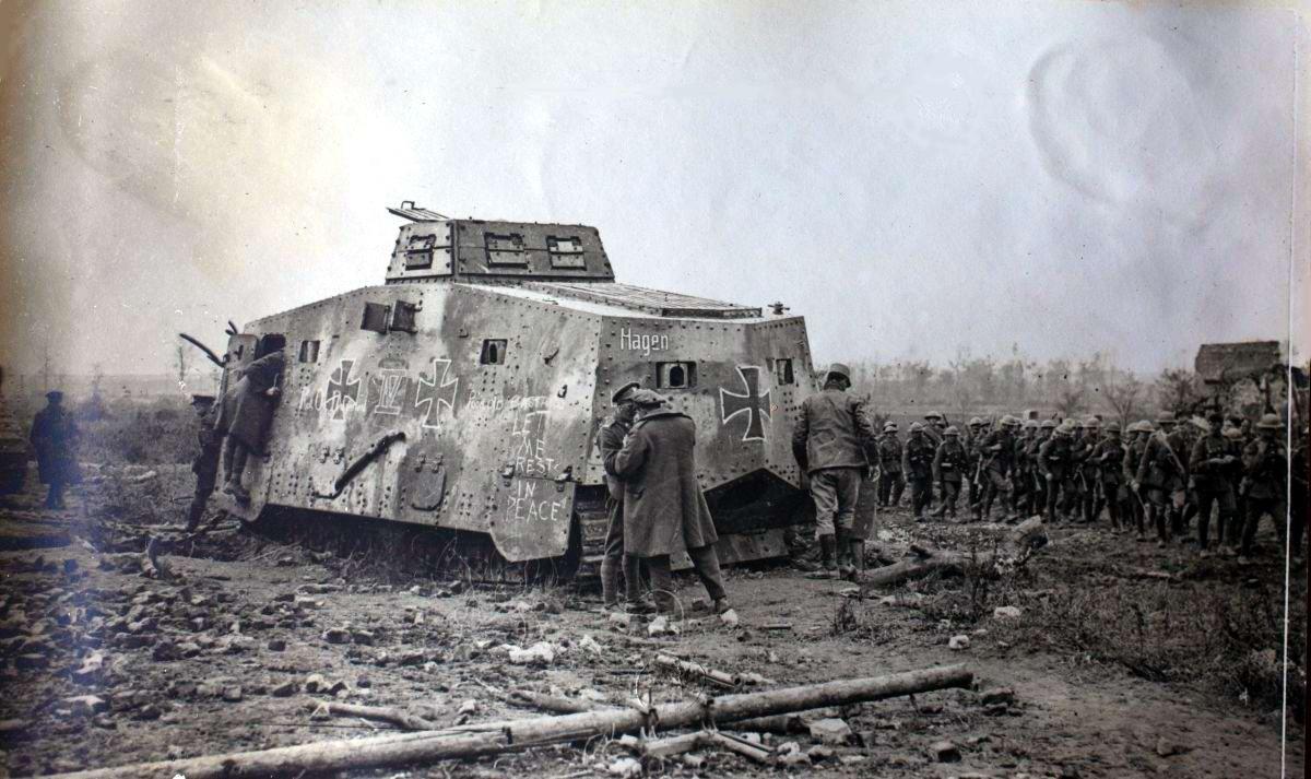 Подбитый немецкий танк Sturmpanzerwagen A7V