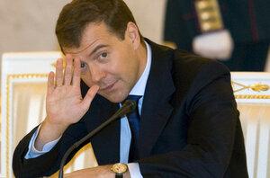 Медведев обязал министров регулярно летать в Крым и на Дальний Восток