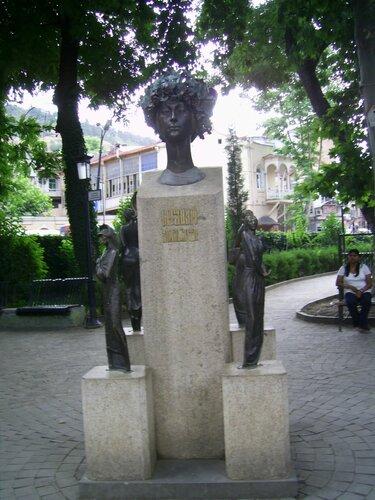 памятник советской актрисе Софико Чиаурели в Тбилиси.JPG