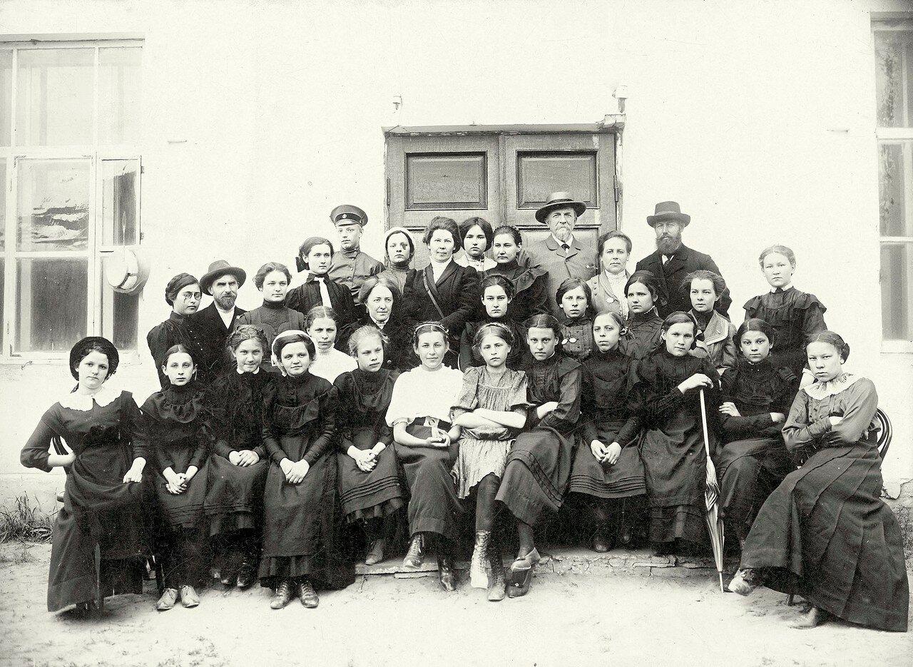 Первая экскурсия учениц Красноярской женской гимназии в г. Минусинск