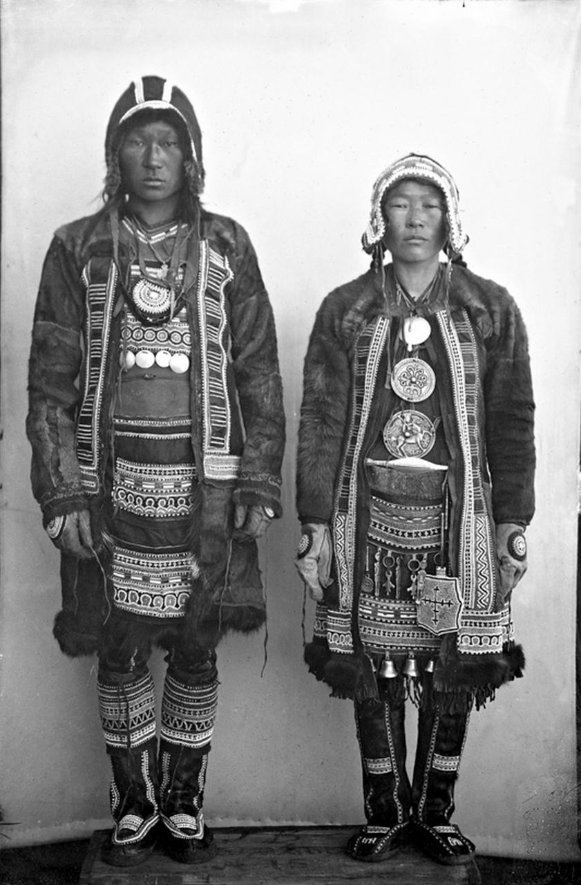 Тунгусы в праздничной одежде, 1901