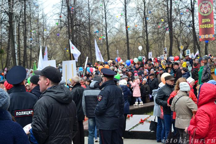 у_мемориала_Вечный_огонь_u_memoriala_Vechnyy_ogon'