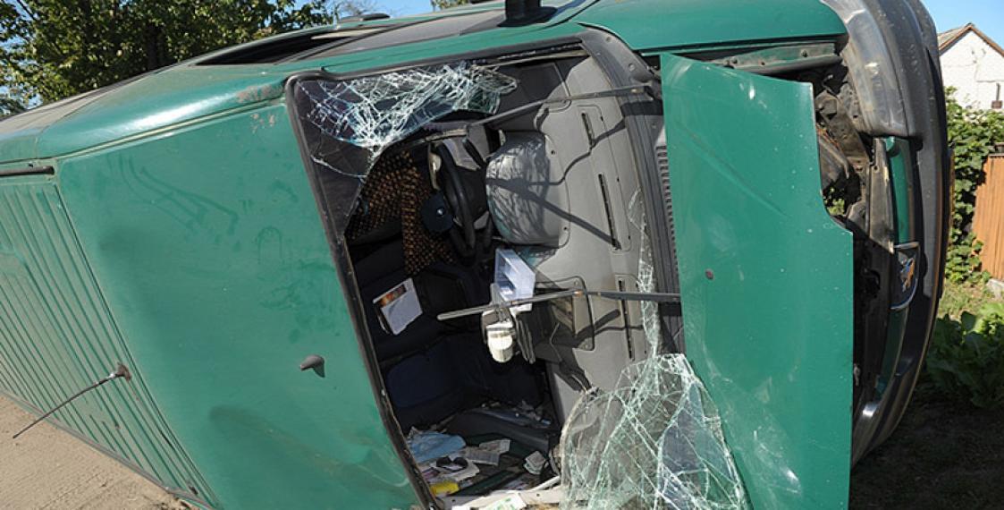 Машина попала в люк в августе украины