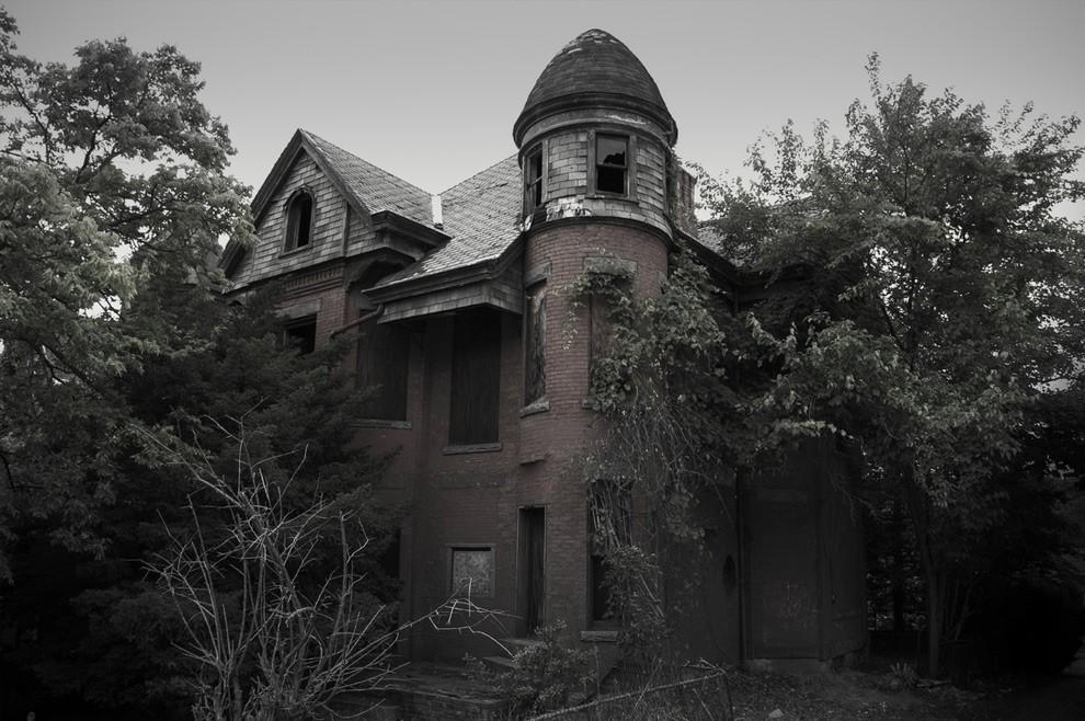8. Этот дом в городе Хартфорд примечателен тем, что, помимо сопровождающих его историй о приведениях