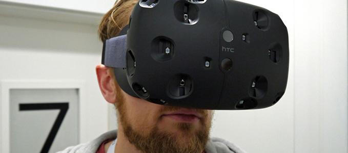 Компания HTC продемонстрировала шлем виртуальной реальности HTC Vive . Выпуск шлема виртуальной