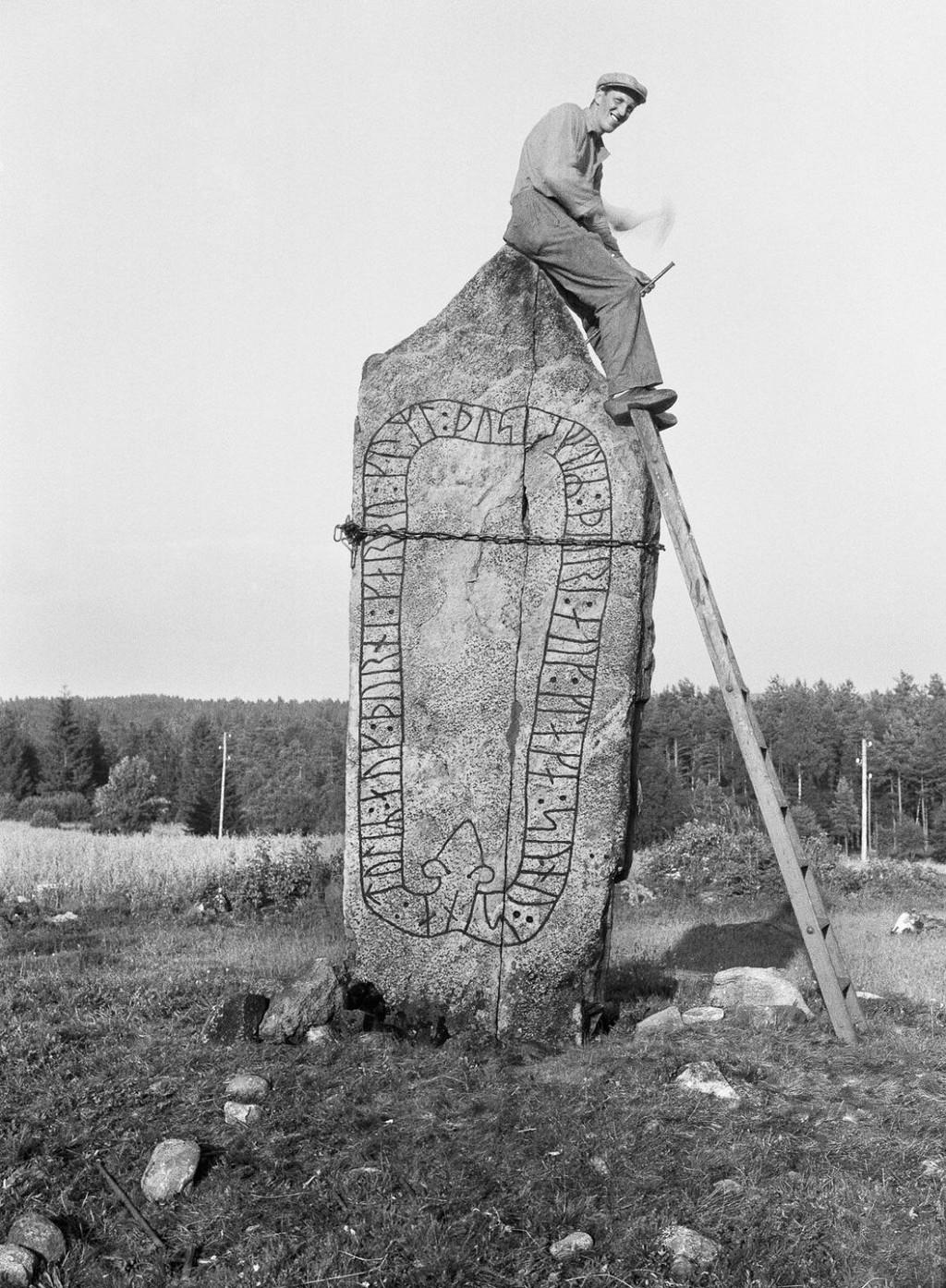 Эти рунные камни викинги расставили по всей Швеции