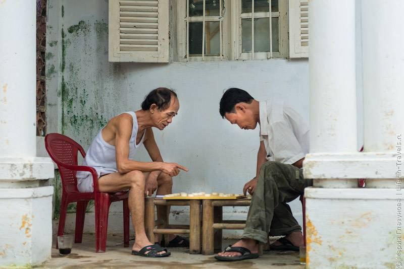 88. Один из запоминающихся символов Вьетнама – торговки на улицах и рынках, в конусообра