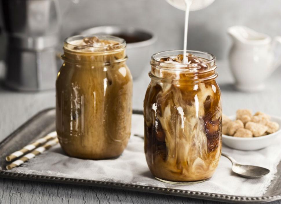 Ольенг (кофе со льдом по-тайски) Вам понадобятся: 4 стакана сваренного крепкого кофе 2 стакана сливо
