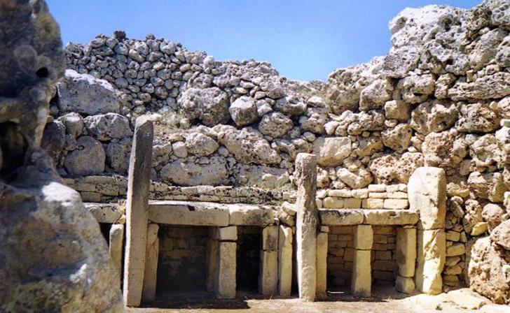 24. Джгантия. Находится рядом с городком Шара на острове Гоцо. Это неолитический храмовый комплекс –