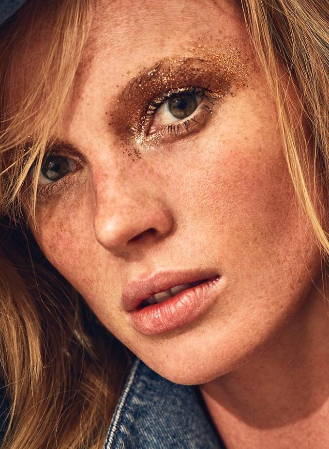 Анна Вьялицына на обложке Marie Claire Italia