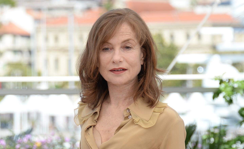 Министр культуры вручил приз французской артистке Изабель Юппер