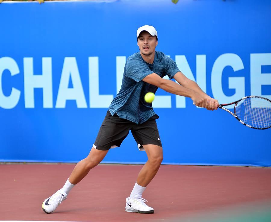Украинец Молчанов несмог пробиться вчетвертьфинал теннисного турнира вТашкенте