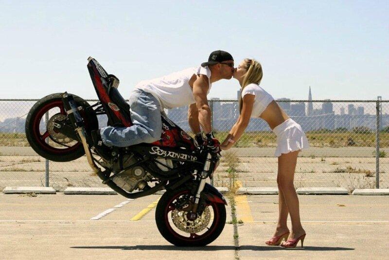 Крутые трюки на мотоциклах (21 фото)